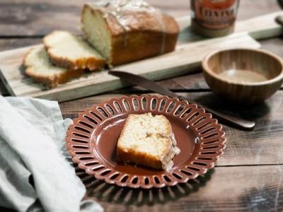 Κέικ ελληνικού καφέ με γλάσο από ταχίνι ολικής αλέσεως